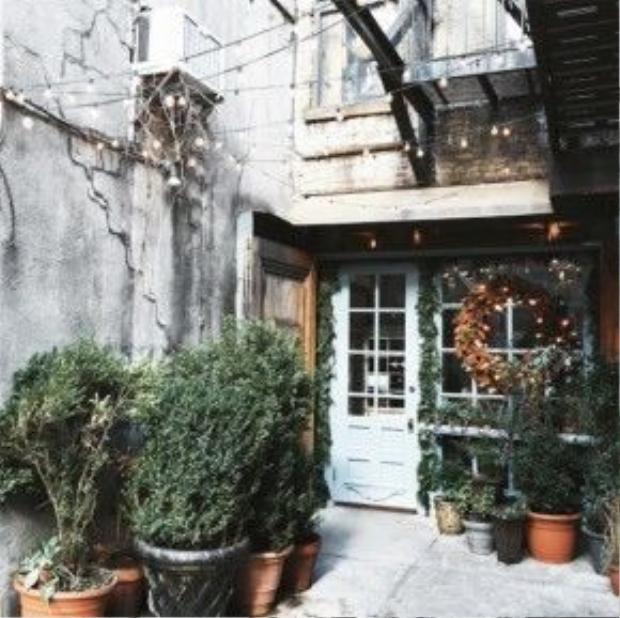 Không quên chụp các góc đẹp của từng quán cafe.