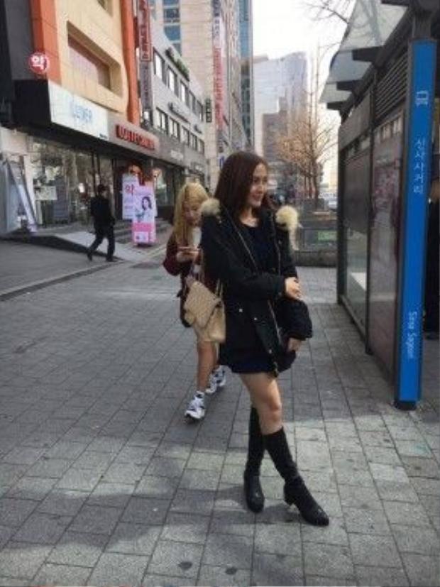 Kelly khoe vẻ rạng rỡ tại Hàn Quốc sau phẫu thuật.