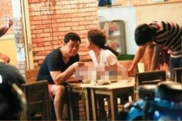 Hình ảnh cả hai tại một quán ăn bị ghi lại và đăng tải trên một trang bảo điện tử.