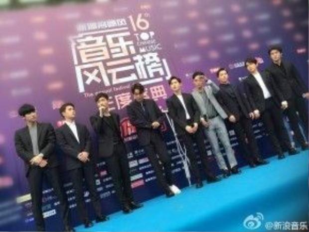 Các chàng trai EXO tập hợp tham gia lễ trao giải. Trương Nghệ Hưng cũng có mặt cùng các thành viên trong nhóm của mình.