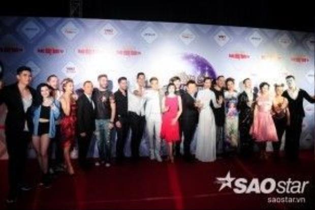Dàn thí sinh Bước nhảy Hoàn vũ và 4 cặp đôi quốc tế.