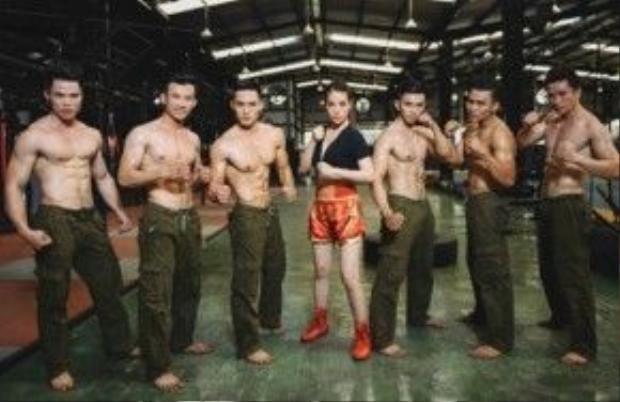 Trương Ngọc Ánh khoe thân hình siêu chuẩn bên dàn trai 6 múi.