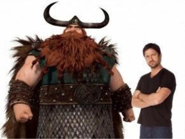 How to Train Your Dragon (2010): Gerard Butler dấn thân sang dòng phim hoạt hình khi tham gia lồng tiếng cho Stoick - cha của nhân vật chính Hiccup, ở loạt phim ăn khách Bí kíp luyện rồng. Hai tập phim được giới phê bình đánh giá cao, nhận tổng cộng ba đề cử Oscar, và mang về cho nhà phát hành Paramount tới hơn 1,1 tỷ USD. Theo kế hoạch, Butler sẽ còn tiếp tục góp giọng cho How to Train Your Dragon 3, dự kiến ra mắt vào năm 2018. Ảnh: Paramount