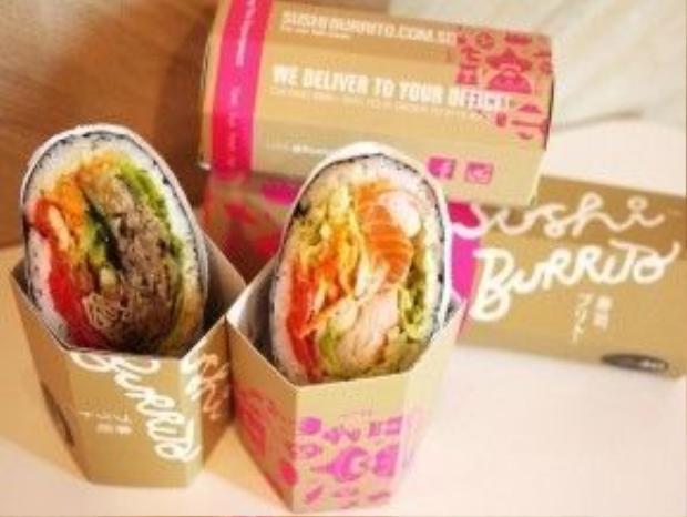 Ẩm thực có sự pha trộn giữa các nền văn hóa là nét đặc trưng của đảo quốc Singapore. Và tại sân bay quốc tế Changi, mọi thứ cũng chẳng thay đổi khi bạn có thể tìm thấy những món ngon tuyệt vời kết hợp giữa sushi với cua sốt kem hay những món bổ dưỡng khác đầy màu sắc, đa dạng và cực kỳ phong phú. Nhà hàng Seafood Paradise là một gợi ý để du khách có thể tìm thấy một món ăn phù hợp với khẩu vị của mình.