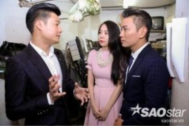 HLV Quang Dũng nhiệt tình hướng dẫn, căn dặn tỉ mỉ cho các thí sinh để có được phần trình diễn thoải mái nhất trên sân khấu.