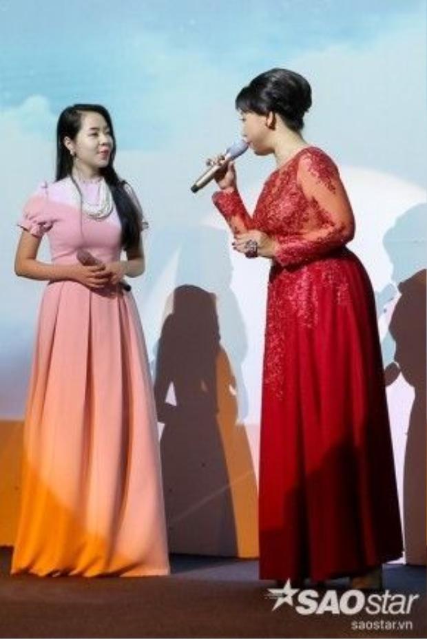 Ngoài những ca khúc solo, các thí sinh còn lần lượt thể hiện những bản song ca đã từng thể hiện trên sân khấu Thần tượng Bolero.