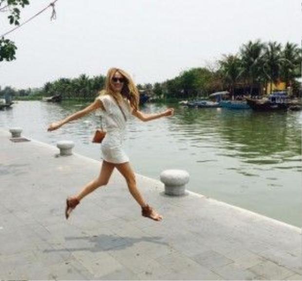 Cô bạn gái của anh - Vanessa Lorenzo cũng đầy thích khi đến Việt Nam.