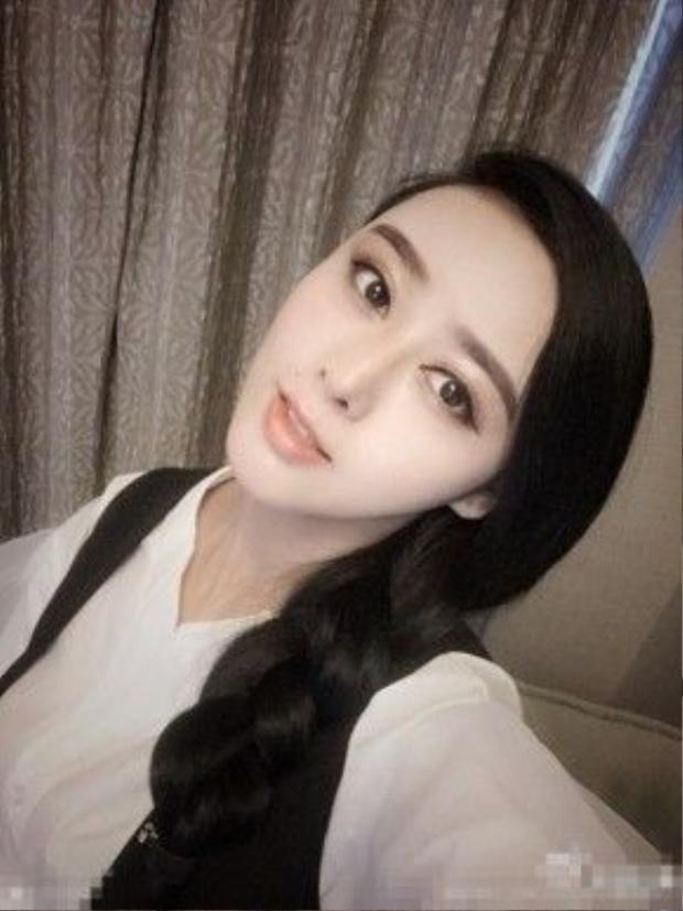 Cô giống nữ diễn viên nổi tiếng đến độ được đánh giá như chị em sinh đôi.