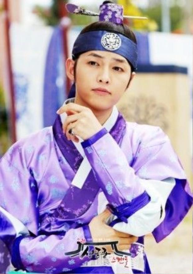 Song Joong Ki trong vai Nữ lâm Goo Yong Ha