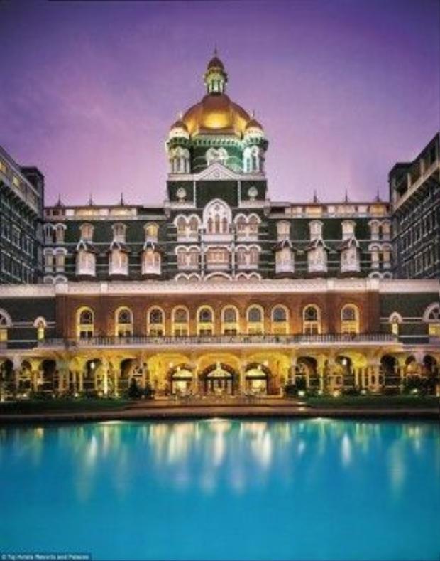 Taj Mahal Palace từng chào đón nhiều vị khách nổi tiếng thế giới khác như các tổng thống, trong đó có Barack Obama, cùng các diễn viên Hollywood như Brad Pitt, Angelina Jolie…