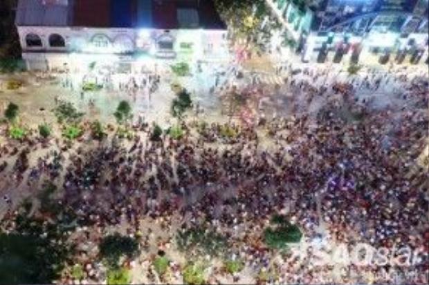 Sau một năm đưa vào sử dụng, địa điểm này là nơi thu hút rất đông du khách và người dân TP, đặc biệt là các bạn trẻ đến tham quan vui chơi. Trong những ngày lễ lớn hoặc Tết, phố đi bộ Nguyễn Huệ chật kín người đến du ngoạn, khung cảnh vô cùng náo nhiệt, vui tươi.