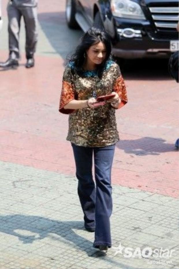 Thanh Lam khá nổi bật với trang phục lấp lánh.
