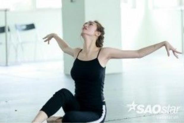 Tuần này, Khánh Mỹ vẫn kết hợp hoàn hảo giữa nhảy và diễn xuất.