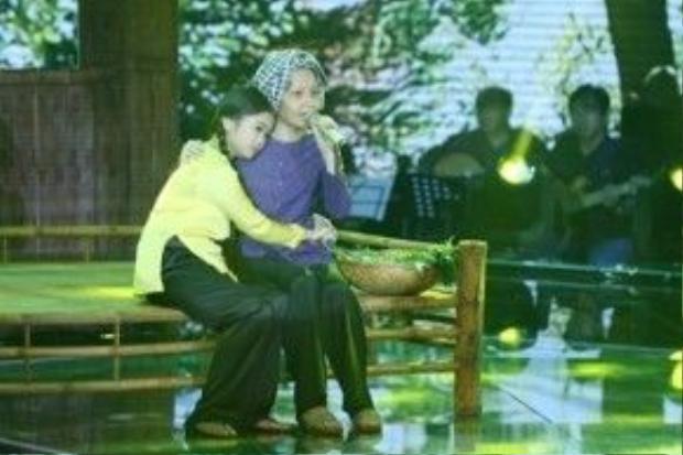 Hai cô trò Cẩm Ly cũng đã có những giây phút rất xúc động khi song ca cùng nhau trong cuộc thi.