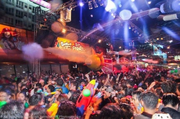5 địa chỉ để bạn trẻ Việt quẩy Songkran hết cỡ tại Bangkok