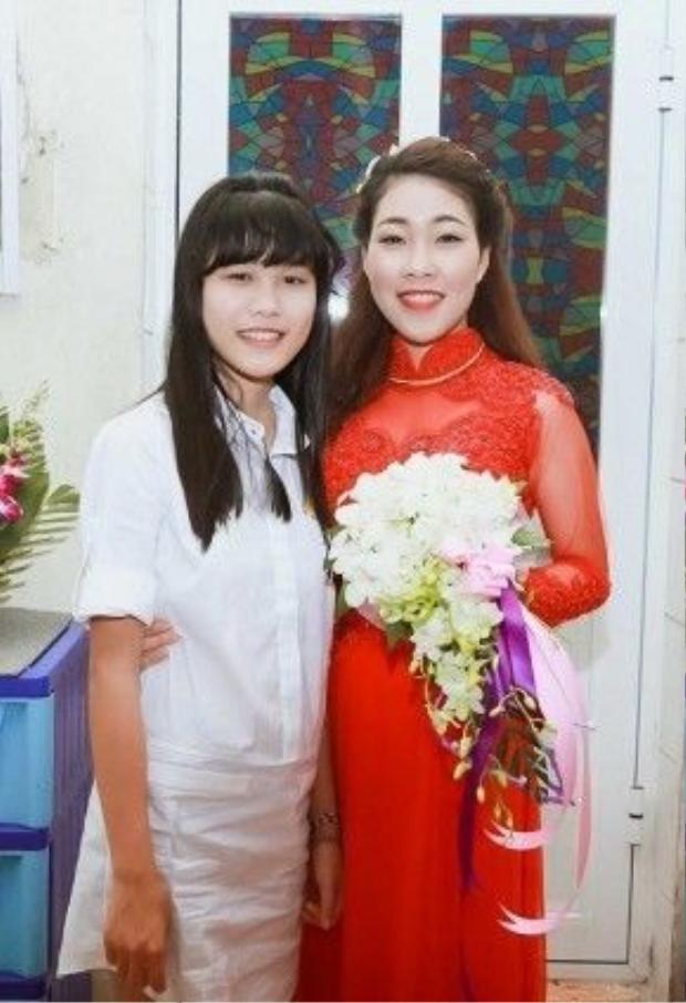 Cô bé luôn quấn quýt bố trong lễ cưới. Hiệp Gà từng chia sẻ, chính vì Hân Huyền nên anh không thể Nam tiến để phát triển sự nghiệp.