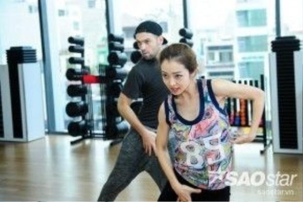 Jennifer và Daniel hăng say tập luyện