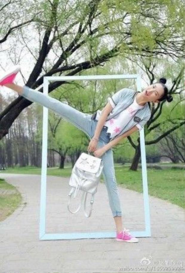 """Đôi chân thon dài như kiếm Nhật của cô đúng là thứ """"gia tài"""" vô giá."""