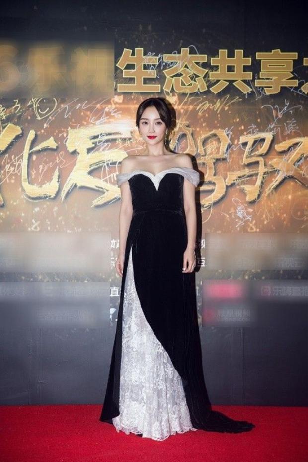 Lâm Tâm Như thanh lịch, Victoria táo bạo váy xuyên thấu lấn át Đường Yên