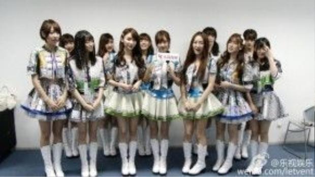 Các cô gái của SNH48 tề tựu trước ống kính.