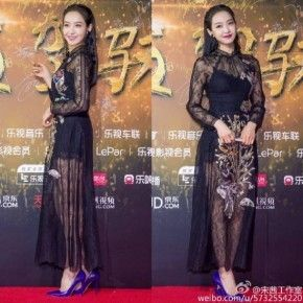 Trong khi đó, Victoria của nhóm F(x) nổi bần bật với trang phục đen xuyên thấu, khéo khoe đôi chân dài.