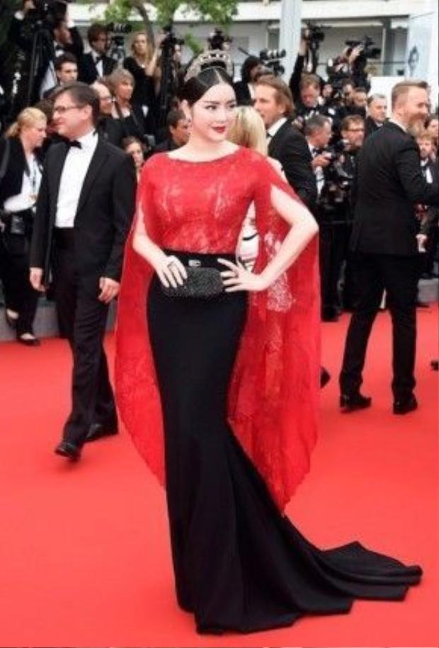Trên thảm đỏ LHP Cannes 2015 tại Pháp, Lý Nhã Kỳ liên tục để lại ấn tượng hình ảnh đẹp bằng phong cách thời trang quý phái.