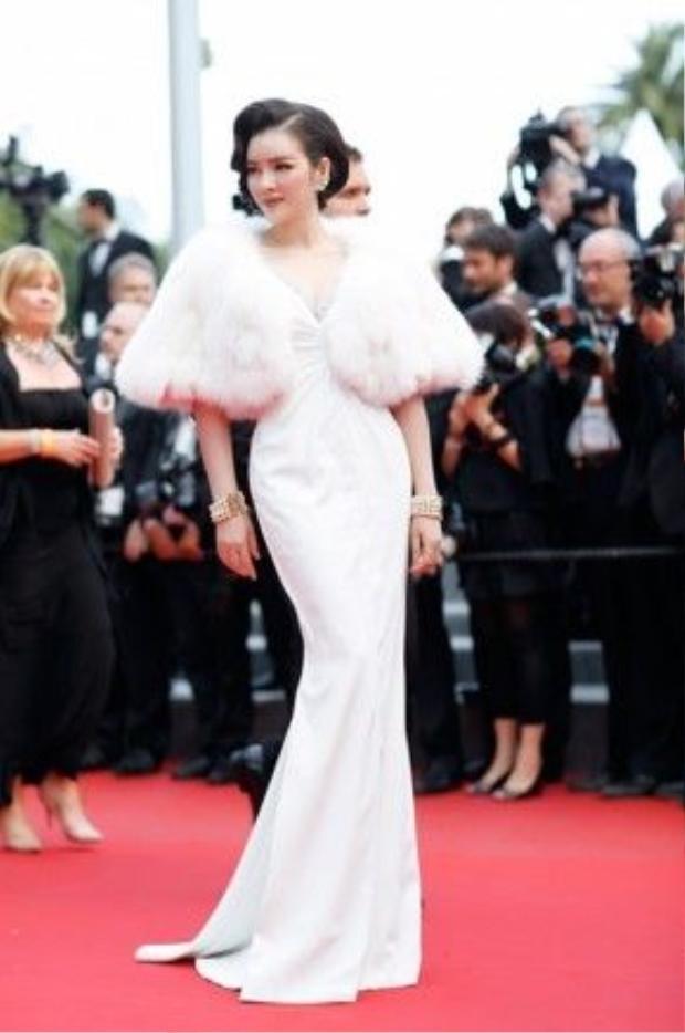 Cô đẹp ngọt ngào như nàng công chúa trên thảm đỏ Cannes.