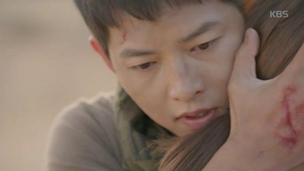 Tập 15: Mo Yeon (Song Hye Kyo) chết lặng vì tin Shi Jin (Song Joong Ki) tử trận