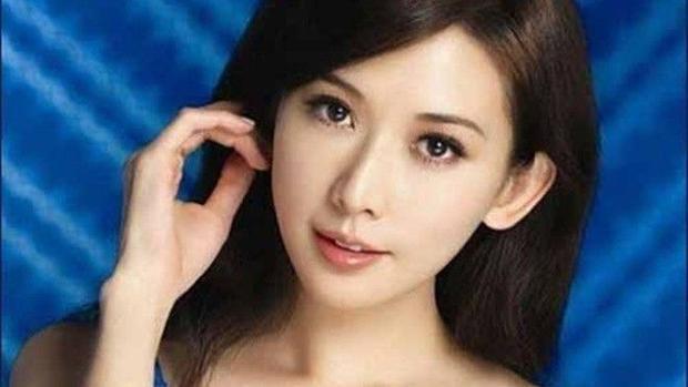 Lâm Chí Linh bán áo nội y đã sử dụng với giá 340 triệu đồng