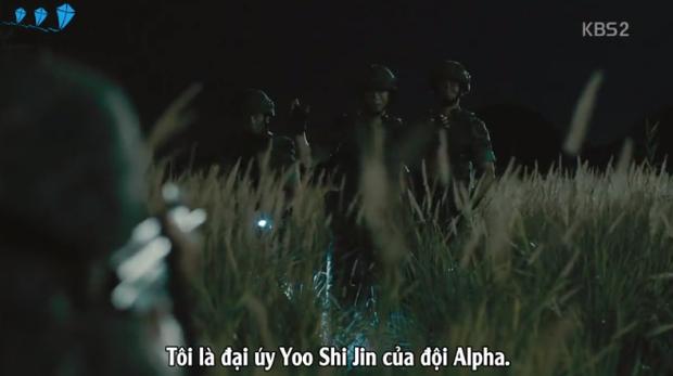 Đọ quân phục ngụy trang với Yoo Shi Jin trong Hậu duệ mặt trời