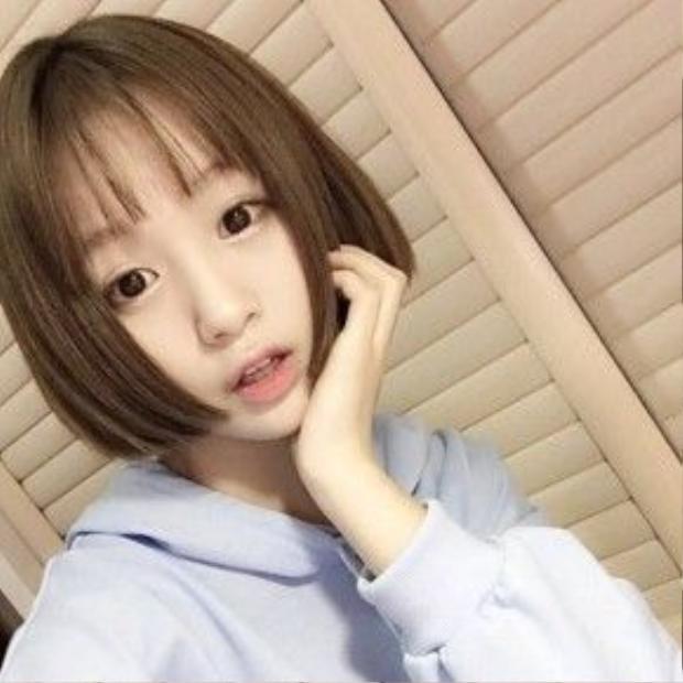 Style tóc mái thưa duỗi thẳng sẽ mang đến cho bạn vẻ đẹp thuần khiết như nữ sinh Nhật Bản này.