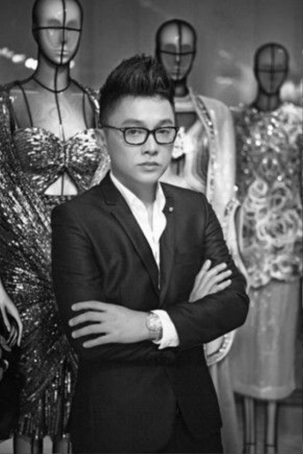 Đây cũng là bộ sưu tập sẽ cùng anh mở màn Tuần lễ thời trang quốc tế Việt Nam Xuân Hè 2016 trong thời gian tới.
