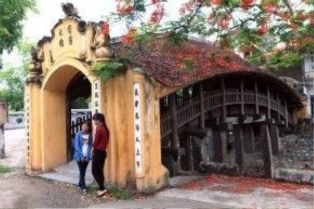 Cầu Ngói Chùa Lương là một trong những cây cầu ngói độc đáo nhất Việt Nam.