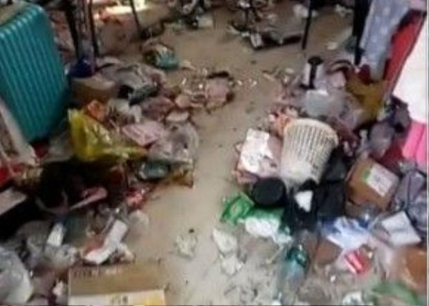 """Căn phòng """"ổ chuột"""" của các nũ sinh tại một kí túc xá ở Trung Quốc"""