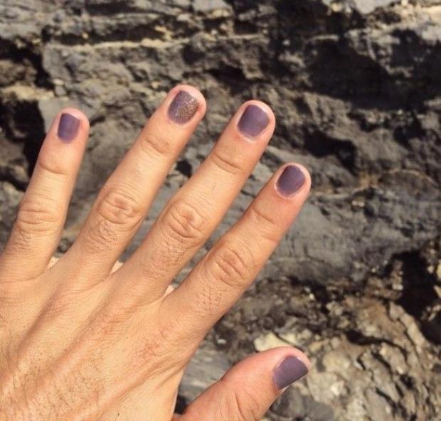 Sau váy quí ông, Marc Jacob tiếp tục lăng xê trào lưu sơn móng tay nam độc đáo