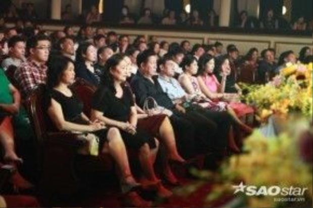 Có rất đông khán giả đến thưởng thức đêm nhạc. Đêm nhạc được chia thành 2 ca và kết thúc vào 23h00.
