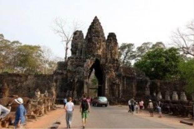 Cổng vào đền Angkor Thom.