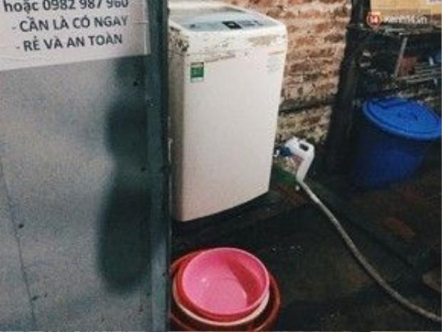 """Và cả chiếc máy giặt cùng được xem là """"của chùa"""" như thế."""
