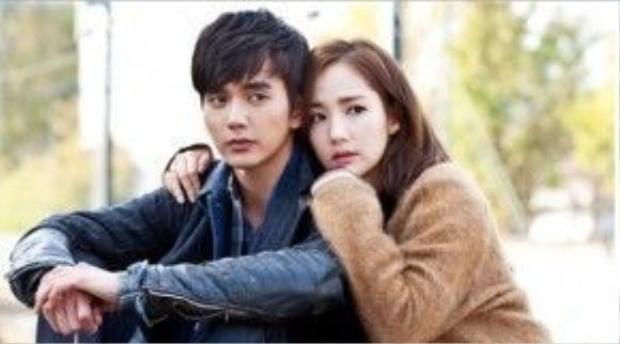 Trong phim, Seung Ho nên duyên với đàn chị Park Min Young. Dù chênh nhau đến 7 tuổi (Min Younh sinh năm 1986 còn Seung Ho sinh năm 1993) nhưng cả hai vẫn rất đẹp đôi.