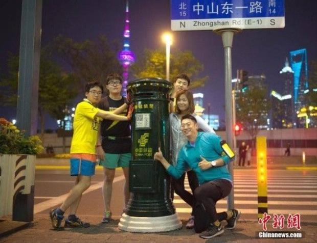 Thùng thư ở Thượng Hải bất ngờ nổi tiếng vì… Luhan đứng tạo dáng