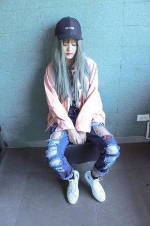 Ngoài việc tập trung cho học hành, hiện tại cô đang là gương mặt chụp mẫu cho rất nhiều shop thời trang,