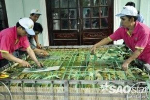 Đại diện công viên văn hóa Đầm Sen cho biết, các năm trước đây, đơn vị từng làm ra những chiếc bánh chưng lớn trọng lượng từ 100 kg đến 1,5 tấn.