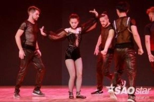 Đến với đêm chung kết Vip Dace, Thu Thủy sẽ gửi đến khán giả một tiết mục rất đặc biệt khi kết hợp ba điệu nhảy với nhau là Flamenco - Paso - Đương đại.