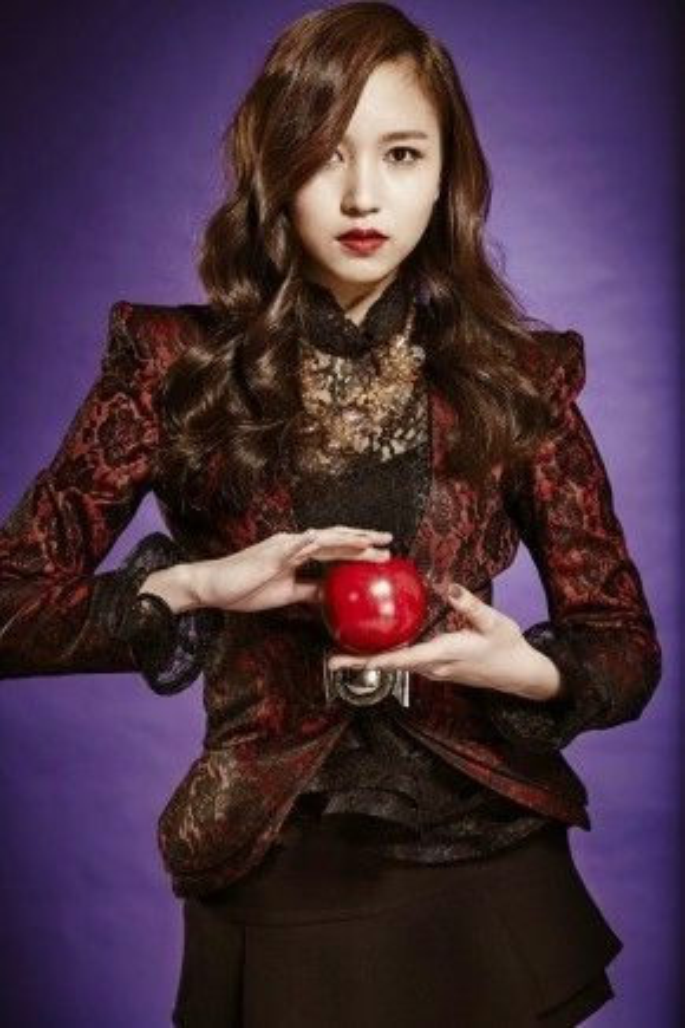 Mina (Twice) thật sự là một công chúa ngoài đời thật.
