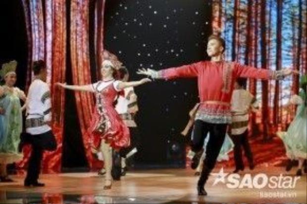 Mở màn đêm Liveshow 6, S.T - Vyara mang đến sân khấu những giai điệu truyền thống của nước Nga xa xôi. Giám khảo Khánh Thi cho rằng những động tác khó của Quickstep và Jive đều được S.T thực hiện trọn vẹn. S.T nhận được số điểm tối đa - 40 điểm từ BGK, cũng là số điểm tuyệt đối đầu tiênvà duy nhất xuất hiện trong chương trình.