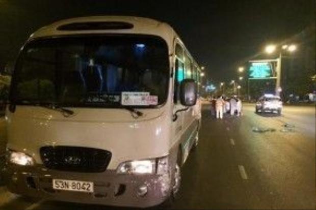 Xe khách 29 chỗ chạy ngược chiều trên đường Điện Biên Phủ.