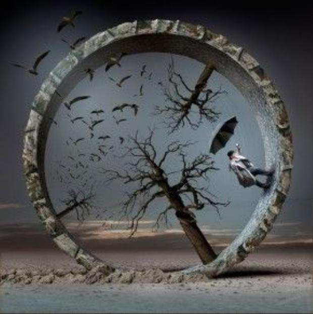 Cuộc đời là vòng xoáy nghiệt ngã.