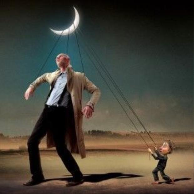 Con người luôn bị điều khiển bởi những thứ nhỏ nhen, đen tối.