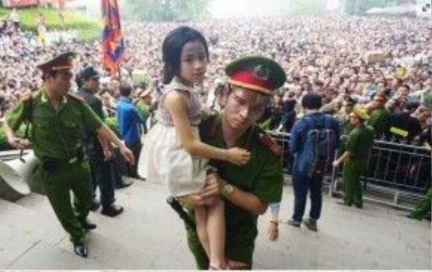 Các anh đã làm rất tốt nhiệm vụ bảo vệ an toàn cho người dân trong dịp lễ này.