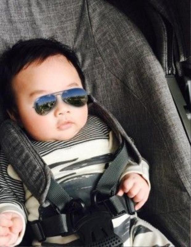 Con trai Tùng Dươngtrông khá bụ bẫm, kháu khỉnh.